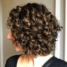 dark curly hair highlights - Google Search Short Curly Bob, Medium Curly, Haircuts For Curly Hair, Medium Bob Hairstyles, Curly Hair Cuts, Long Curly Hair, Medium Hair Styles, Curly Hair Styles, Funky Hairstyles