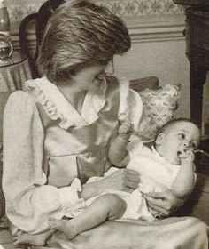 Princess Diana and Prince William, i dont know why kate is not doing any photoshoot session like diana. this is the cutest photoshoot ever. Princess Of Wales, Princess Charlotte, Diana Williams, Princess Diana Pictures, Diana Fashion, Isabel Ii, Lady Diana Spencer, William Kate, Prince Charles