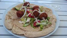 Saras madunivers: Fladbrød med Humus og Falafel.