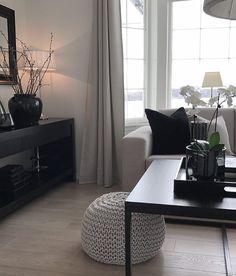 "Linda on Instagram: ""Ny interiørkonto🌟🌟 ______________________ #myhome #livingroom #decor #stue #interiør #interiorinspo"" Table, Furniture, Home Decor, Homemade Home Decor, Mesas, Home Furnishings, Desk, Decoration Home, Tabletop"