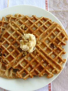 Banana Nut Bread Waffles and Maple nut cream cheese spread Banana Waffles, Banana Nut Bread, Pancakes, Waffle Iron Recipes, Breakfast Specials, What's For Breakfast, Healthy Snacks For Diabetics, Easter Brunch, Baking Recipes