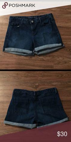 Banana Republic Jean shorts Banana Republic Jean shorts in great condition! Banana Republic Shorts Jean Shorts