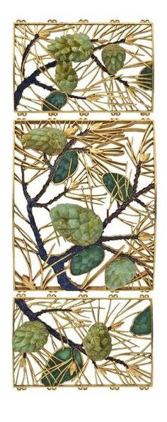"""René Lalique (1860-1945) - Plaque de collier de chien """"Pommes de pin"""", C. 1900 - Or, émail, chrysoprases"""