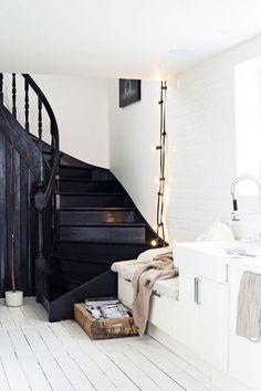 Painted black staircase contrasts with white painted floorboards in this contemporary Scandinavian style hall. Style At Home, Interior Design Inspiration, Home Decor Inspiration, Interior Ideas, Inspiration Boards, Design Ideas, Black Staircase, White Stairs, White Walls