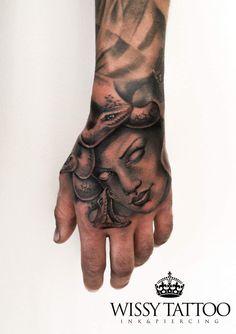 #WISSY TATTOO #manulopez #medusa #gorgona #meduse #mitologia #mythology #hand #mano #sevilla #spain #tattoo #tatuaje #ink #inked #instatattoo #tattooart #tattooartist #tattooed www.wissytattoo.com