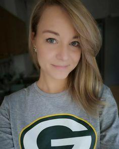 Vikings Football, Nfl Football Teams, Packers Football, Female Football, Green Bay Packers Wallpaper, Ran Nfl, Seahawks, Green And Gold, Monster