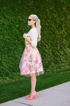 The one layer of tule over the patterned skirt is SO pretty! Fashion Mode 8f821ad36