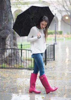 rainy day pink hunter boots outfit abercrombie jeans with old navy sweater grey gray shirt umbrella photo moos musing outdoor cold weather outfit style Cold Weather Outfits, Casual Winter Outfits, Spring Outfits, Pink Hunter Boots, Hunter Boots Outfit, Valentine's Day Outfit, Outfit Of The Day, Snow Outfit, Rainy Day Outfit For Fall