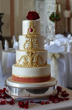 Red and gold wedding cake, East meets West.