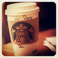 Si no le toma fotos a su café no es hipster... #earlybird #starbucks #coffeeholic #hipster #dolce