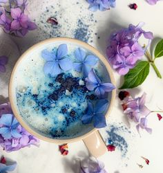 Cosy up to this ocean latte made with organic ingredients including watermelon, butterfly pea, guava, blue Spirulina, cinnamon, cardamom, vanilla, ginger and kelp to strengthen the immune system to help fight cold and flu's. INGREDIENTS: 1 tsp Ocean Blend 1 tsp Manuka honey (or sweetener of your choice) 4 tsp boiling water 1/2 cup milk of choice Rainbow Smoothies, Blue Spirulina, Butterfly Pea, How To Become Vegan, Superfood Powder, Superfood Recipes, Manuka Honey, Everyday Food, Yummy Eats