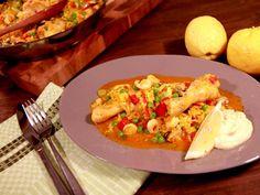 Skaldjurspaella med snabb aioli | Recept från Köket.se Aioli, Paella, Risotto, Meat, Chicken, Ethnic Recipes, Food, Essen, Meals