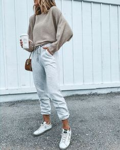 Cozy Fall Outfits, Cute Outfits, Girly Outfits, Trendy Outfits, Sweater Layering, Sweaters And Leggings, Cozy Sweaters, Athleisure Outfits, Aesthetic Clothes