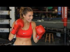 Fitness model Lauren Berlingeri dons a pair of boxing gloves at Gleason's Gym in Brooklyn Home Boxing Workout, Butt Workout, Boxing Girl, Women Boxing, Fit Board Workouts, At Home Workouts, Heavy Bag Workout, Gym Youtube, Killer Body