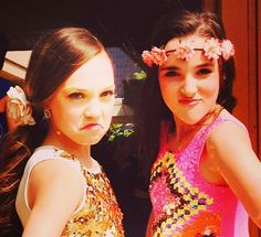 Maddie Ziegler and her friend, Kendall Vertes, before they made her public appearance at the Nickelodeon Kid's Choice Awards 2014 Dance Moms Dancers, Dance Mums, Dance Moms Girls, Kendall Vertes, Maddie Ziegler, Kids Choice Awards 2014, Show Dance, Girl Meets World, Friends Mom