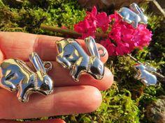 2 Hasenanhänger in silber 3,5cm ,Ostergeschenk von Sonja Sonnenschein auf DaWanda.com