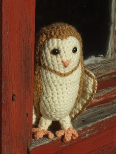 Soren the Barn Owl free crochet pattern on Great Grey Crochet at http://greatgreycrochet.blogspot.co.uk/2012/09/soren-barn-owl.html