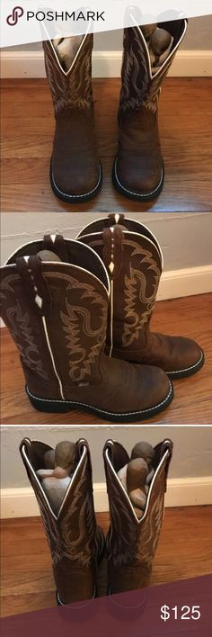 Justin Boots Women's Gypsy Collection 7B Women's Justin boots gypsy collection soft toe boots size 7B  Only worn once in a wedding. Incredible condition! There is some dirt in the bottom but no wear!!  (Excuse the weird figures just wanted to get the full effect) Justin Boots Shoes