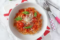 If you are trying to cut down on the amount of meat you are eating this Red Lentil Bolognese makes the perfect vegetarian meal. A delicious met-free dinner.