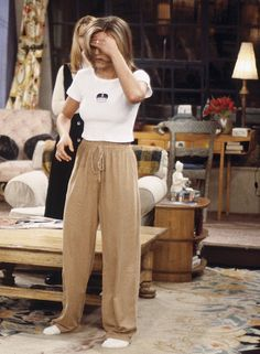 10 Uni Outfits Inspired By Rachel Green Rachel Green is an icon. Are you lacking some seriuos style inspo? Here are 10 outftis inspired by Rachel Green that you need to wear to uni! Estilo Rachel Green, Rachel Green Outfits, Rachel Green Style, Rachel Green Friends, Rachel Green Fashion, Vintage Outfits, Retro Outfits, Cool Outfits, Fashion Outfits