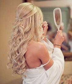 Ideias de penteado para cabelo solto e longo. Semi-preso.