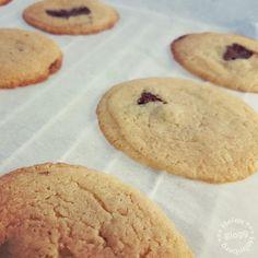 Recept på söta sega småkakor med kondenserad mjölk – Helen J. Holmberg Cookies, Desserts, Recipes, Food, Crack Crackers, Tailgate Desserts, Deserts, Biscuits, Recipies