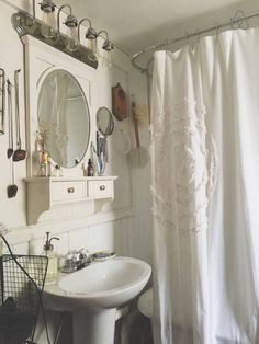 White bathroom - Get $25 credit with Airbnb if you sign up with this link http://www.airbnb.com/c/groberts22