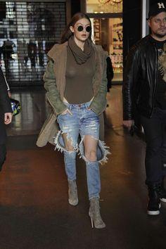 ca1441091 Gigi Hadid - Versus Versace Fall 2017 Fashion Show in London