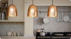 Διακόσμηση: Χαλκός: Hot deco must have trend! Copper Light Fixture, Copper Pendant Lights, Copper Lighting, Kitchen Pendant Lighting, Kitchen Pendants, Pendant Chandelier, Ceiling Pendant, Modern Lighting, Lighting Ideas