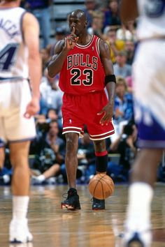 1998-06-05-Gm-2-v-UT-1998-NBA-Finals-Michael-Jordan-shh-NBAE-Andy-Hayt-533x800.jpg (533×800)