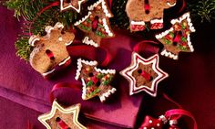 Leckere Ausstechplätzchen mit toller Dekoration für den Weihnachtsteller