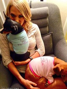 Pregnancy announcement photos are our favorite and we love celebrity babies! Here are 14 of the best celebrities pregnancy announcement photos we could find Pregnant Celebrities, Cute Celebrities, Celebs, Country Singers, Country Music, Country Artists, Carrie Underwood Pregnant, Creative Pregnancy Announcement, Baby Announcements