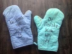 Kado idee! Ovenhandschoenen met persoonlijke tekst erop met textielstift.