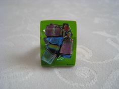 Bague rectangulaire assortie au pendentif réf TRANSV. Base beau verre vert transparent : Bague par mosarev