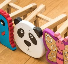 Children's furniture nursery set up funny stool animals Rustic Wooden Shelves, Wooden Stools, Wooden Diy, Diy Wooden Projects, Wood Crafts, Diy And Crafts, Goose Craft, Kids Stool, Toy Storage Boxes