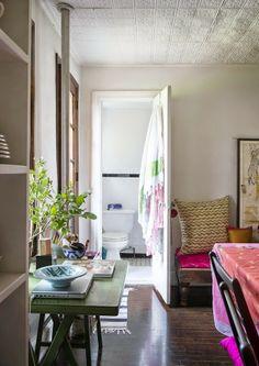 """Um apartamento na cidade com """"cara"""" de casa de campo"""
