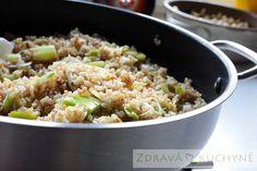 PÓRKOVÝ BULGUR | Zdravá kuchyně Fried Rice, Quinoa, Side Dishes, Fries, Ethnic Recipes, Diet, Bulgur, Nasi Goreng, Stir Fry Rice