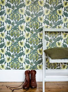 Making me rethink my hatred of wallpaper. Bohemian Wallpaper, Green Wallpaper, Love Wallpaper, Fabric Wallpaper, Pattern Wallpaper, Beautiful Wallpaper, Perfect Wallpaper, Wallpaper Ideas, Minimalist Bathroom Design
