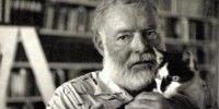 Ernest Hemingway író és macskája (Fotó: JFK Library)
