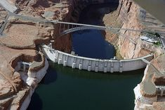 Hoover Dam is located at the southern end of Lake Mead at the Nevada-Arizona border. Hoover Dam is about 30 miles southeast of Las Vegas. Hoover Dam Construction, Scary Bridges, Glen Canyon Dam, Las Vegas, Lake Mead, Web Design, Colorado River, Central Park, Quebec