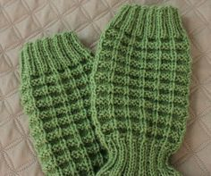 Leikkien langalla: Jules -sukat Different Stitches, Winter Socks, Knitting Socks, Leg Warmers, Fingerless Gloves, Mittens, Knit Crochet, Wool, Hats