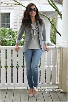 How to Wear Blazer: 15 Outfit Ideas What are your staples for your spring look? I will charm a spring look with a stylish blazer. A simple blazer goes well with my work clothes as well as my weekend looks. I can not go wrong with the st Cute Blazer Outfits, Cute Spring Outfits, Casual Work Outfits, Mode Outfits, Work Casual, Casual Fridays, Grey Blazer Outfit, Blazer Dress, Casual Dresses