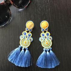 Soutache Earrings, Chandelier Earrings, Tassel Earrings, Shibori, I Love Jewelry, Jewelry Making, Tambour Beading, Make Beauty, Diy Accessories