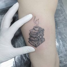Filipe_Lopes | #ElviraBono #DiaDaMulher #8demarço #TatuadorasDoBrasil #girlpower #brasil #brazil #brazilianartist #livros #books #cafe #coffee | Tattoodo
