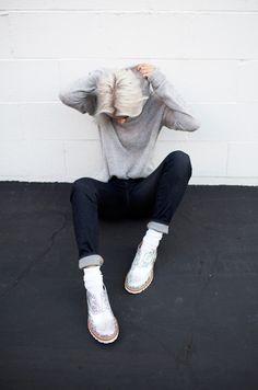 Iridescent lace-ups + white socks + raw dark indigo straight leg cuffed Sport Photography, Fashion Photography, Leg Cuffs, Shoes With Jeans, Frame Denim, Winter Dresses, Ball Dresses, Cool Kids, Street Style