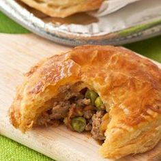 Beef and Vegetable Mince Pies - Make your own homemade Beef and Vegetable Pies with this recipe – you can either make top and bottom pastry pies or mini pot pies, depending on your preference. Mince Recipes, Irish Recipes, Pastry Recipes, Beef Recipes, Cooking Recipes, Recipies, German Recipes, Russian Recipes, Curry Recipes