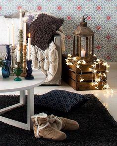 Talo & koti ihania ideoita Nyt on aika sytyttää jouluvalot, kaamosvalot, led-nauhat, valoköynnökset ja syysvalot! Tässä neljä vinkkiä käyttää niitä uudella tavalla asetalmissa, seinällä ja pihalla.