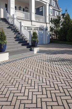 The Travertina Raw collection mimics the texture of natural travertine in a concrete material Garden Pool, Backyard Patio, Backyard Landscaping, Driveway Design, Driveway Ideas, Pool Paving, Outdoor Water Features, Concrete Materials, Patio Slabs