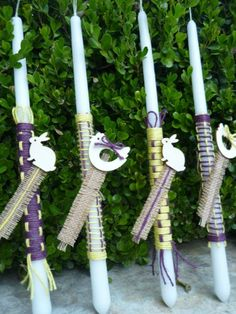 Purple and yellow coloured cords are combined in two knits with decorative bookmarker made of burlap. Easter Ideas, Easter Crafts, Cords, Knits, Garden Tools, Burlap, Xmas, Candles, Yellow