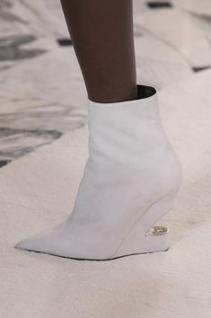 Balmain Paris at Couture Spring 2019 - Details Runway Photos High Heel Boots, Bootie Boots, Ankle Boots, Runway Shoes, Couture Shoes, Comfy Shoes, Cool Boots, Dress With Boots, Short Boots